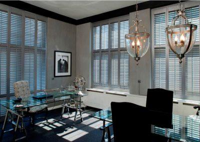 Zilveren-shutters-in-kantoor_1